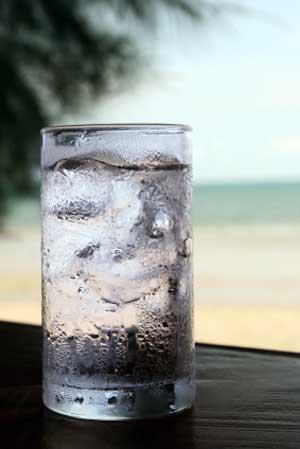 water-glass-condensation