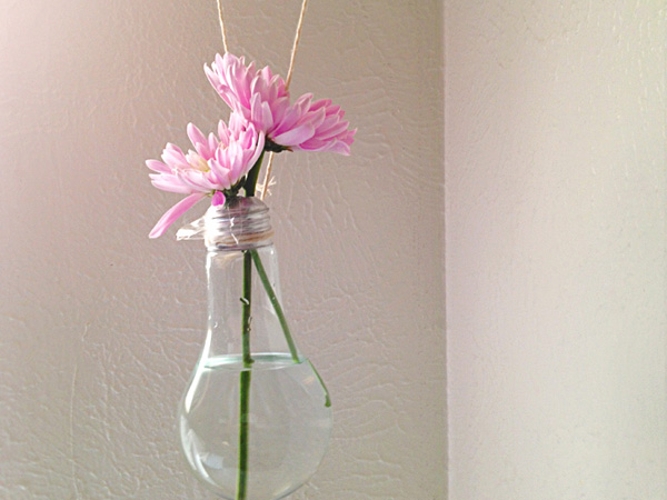 how-to-make-a-lightbulb-vase-main