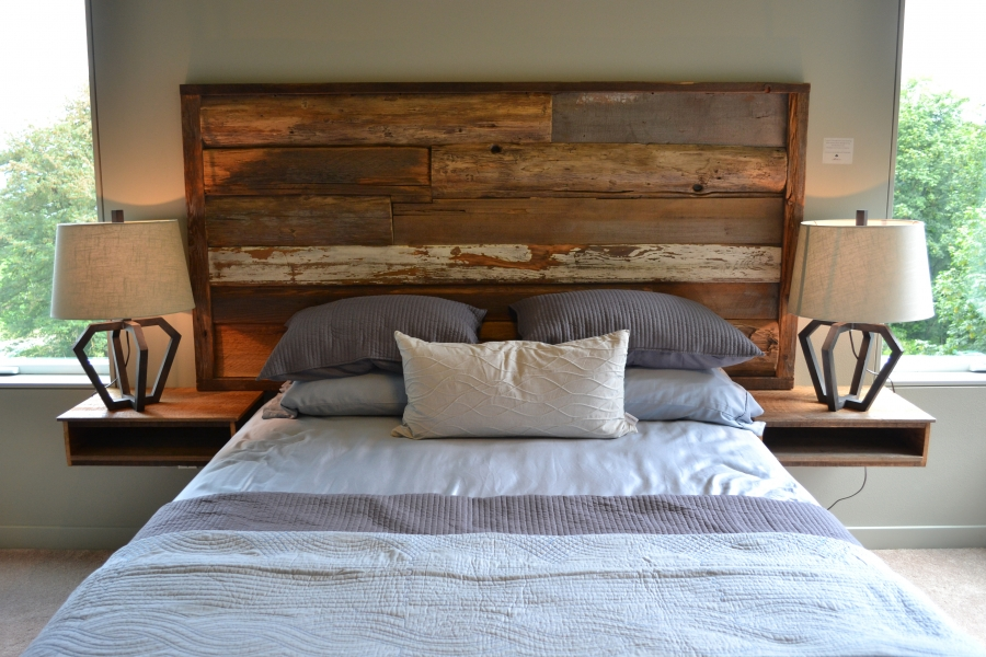 7 reclaimed wood projects idea digezt for Recycled headboards